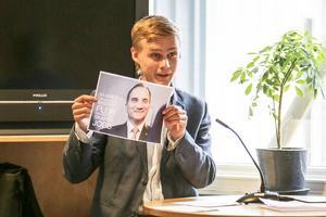 Vad har hänt med S i Härjedalen undrade moderaten Victor Ericsson? Före valet var det ja, nu nej, och ni går emot statsministerns uttalande när det gäller vindkraft.