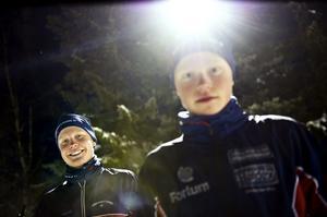 Axel Ekström, till vänster, tillsammans med förre klubbkompisen Filip Danielsson på en bild från 2011, när de båda efter medaljer på ungdoms-SM blev uttagna till en ungdomsstafett under VM i Holmenkollen där Ekström spurtade in Sveriges förstalag till en sjätteplats (arkivfoto).