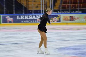 Elsa Ottosson, 18 år, från Leksands IF Konståkning innan en piruett.
