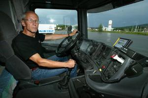 Dags att ge sig i väg. Lars Skoogh, som till vardags jobbar på komvux har långtradarkörning som hobby och extraknäck.