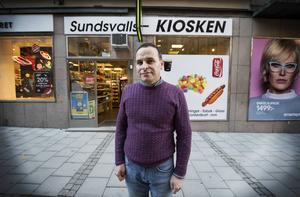 Det gick tungt för Naasan Alshekh Ahmed när han sökte jobblyckan. Till slut bestämde han sig för att starta eget och öppnade Sundsvallskiosken på Thulegatan.