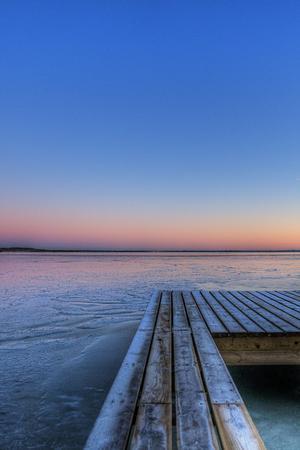 Bilden är tagen en kall vinterdag då jag var nere vid vattnet
