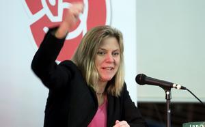 Ingen agitator. Magdalena Andersson, som är Socialdemokraternas finansministerkandidat, var i Hallstahammar på lördagen och pratade inför partikamrater.