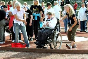 Emma Ahrenberg lyckades också få i väg ett bra kast. Hon fick både applåder och jubel för sin insats.