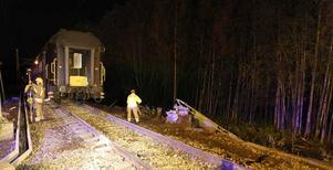 En person skadades allvarligt och minst 27 personer fick föras till sjukhus sedan ett tåg spårat ur vid Skotteruds station i Norge.
