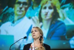 Johanna Jönsson motsäger sig regeringens föreslagna politik om att begränsa möjligheten för familjeåterföreningar.