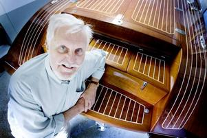 Båtbyggare. Ken Andersson i Årsunda har förverkligat sina drömmar och byggt en egen mahognyracer med de klassiska italienska Rivabåtarna som förebild.