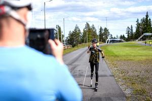 Flera av teknikövningarna filmas av någon av ledarna för att bättre se vad som kan förbättras. Här är det Per-Ola Andersson som filmar Laban Nordin.
