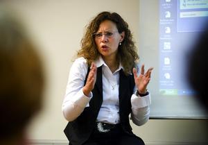 Vänortspolis. Christiane Kruse-Schmidt arbetar som polis i Tyskland. I tisdags var hon i Borlänge tillsammans med en kollega, för att berätta hur de arbetar mot våld på skolorna.