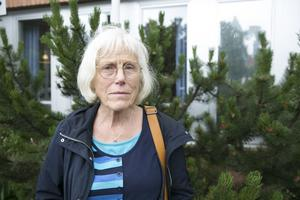 Linnéa Olsson ifrågasätter varför ambulansen dröjde och varför hennes åldrige bror sedan skickades hem från Falu lasarett mitt i natten.