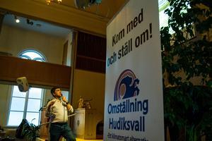 Sigurd Melin, inbjuden av Omställning Hudiksvall för att diskutera dubbelspår genom Hudiksvall.