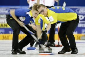 Lag Lit/Eriksson har chans på medalj i VM i curling efter att ha besegrat Schweiz i fredagens kvartsfinal.