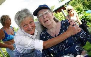 Karin Torhall kramade om Ulla Olhans. FOTO: STAFFAN BJÖRKLUND