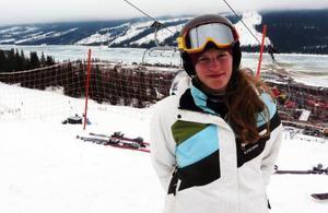 Hon går på skidgymnasiet i Järpen. Men när Julia Nilsson i går slog till med ett SM-guld i parallellpuckel gjorde hon det för moderklubben Luleå.