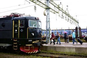 Från och med den 15 november har SJ beslutat att sluta med biljettförsäljningen ombord på tågen. SEKO:s klubbordförande Mikael Ivsjö är oroad över tågpersonalens säkerhet och resenärerna är upprörda.