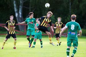 Korsnäs gick om Ludvika FK i herrarnas division fyra. Så här såg det ut när lagen möttes i augusti.