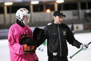 Patrik Hedberg och Misja Pasjkin i samspråk mellan två övningar.