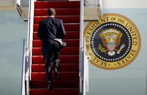 Upptagen. President Obama kämpar i motvind för att i valen om två veckor bevara Demokraternas klara majoritet.