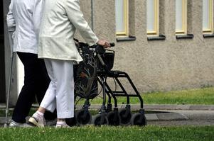 Äldre pekas orättvist och osakligt ut som en enda stor kostnad, trots att pensionärer har betalat skatt och moms på allt som kan beskattas under sitt yrkesverksamma liv, påpekar insändarskribenten.