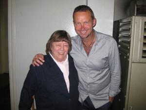 Bengan Jansson tillsammans med Allan Edvalls syster Siv Edwall, som satt i publiken. Foto: Ing-Britt Nilsson