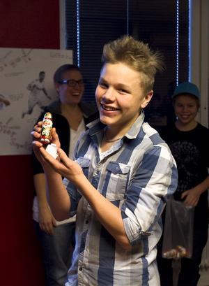 Anton Joelsson blev glad över en chokladtomte i vinst.