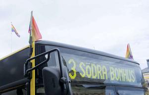 Stadsbussarna meddelar att mindre förseningar kan uppstå under lördagens prideparad.