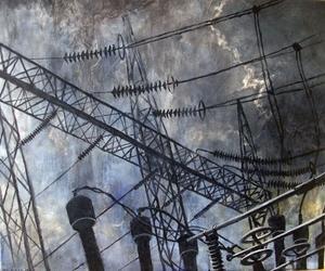 Kraftverk och elledningar i Peter Endahls mörka målningar som utstrålar en nostalgi över industrialismen.
