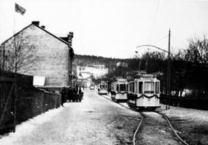 Ett framåtlutat och framsynt Sundsvall borde hoppa på spårvagnstrenden och förvandla vår älskade Stenstad till en ännu mer attraktiv, tillgänglig och hållbar framtidsstad, skriver Moltas Johard. Bilden är från Strandgatan i Sundsvall 18 januari 1911.
