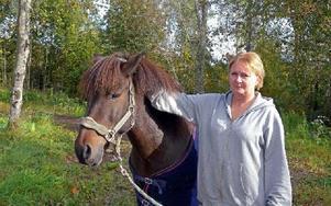 Foto: Dramat slutade lyckligt. Efter två dygn ensam i skogen återkom Draumur till ägaren Sussie Söderqvist. Foto Per Malmberg/DT