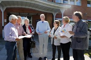 Fyra representanter från PRO i Norrtälje (Alf Sandqvist, Per-Arne Gustafsson, Gabriella Wiberg och Gunnar Marstorp) lämnade över organisationens handlingsprogram för kommunen till Ulla-Britt Pettersson (KD), Ulrika Falk (S) och Mats Wedberg (MP) på torsdagen.