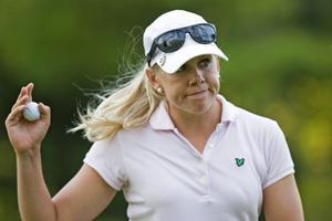 Pernilla Lindberg utmanade världsettan Yani Tseng i Kina – men fick nöja sig med en nog så stark andraplats.