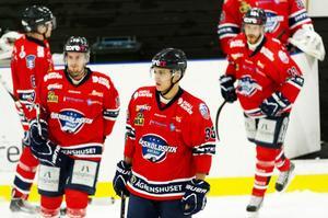 Oscar Johansson (nr 33) gjorde 3–3 sju minuter in i sista perioden, men den ledningen höll bara i en dryg minut. Tegs 4–3-mål blev matchens sista i T3 Arena i Umeå.