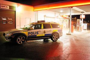 Det var den 18 november som den 24-årige mannen rånade macken i Baronbackarna.