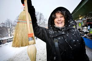 Marianne Gustavsson, 57 år, Hovsta:– Jag har köpt sopkvastar. De var billiga, 65 för den stora och 45 för den lilla.