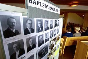 En liten del av den stora minnesutställningen i Allékyrkan i form av fotografier på baptistförsamlingens alla pastorer under åren.