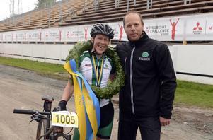 Hanna Bergman och kransmasen Daniel Tynell.