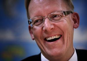 Vid årsskiftet tar Johan Söderström över som Europa- och Sverigechef för det nya Power Grids och lämnar i samma veva över stafettpinnen till Dennis Helfridsson som blir chef för den nya svenska ABB.