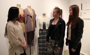 Jenni Norell, Anna Modig och Karin Agnér är några av de elever som visar upp sina kollektioner.