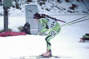 En strålande glad Johanna Skottheim tog guld i D20-21 i söndagens distanslopp. Det här var Limaåkarens första SM-guld i karriären.