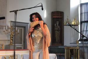 Dana Dragomir har alltid hållt på med musik. När hon upptäckte panfljöjten kände hon sig fri.