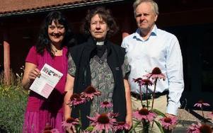 Karin Perers, Ingrid Öberg Hägg och Jan-Olof Källström hoppas att många ska rösta i kyrkovalet. Foto: Eva Högkvist