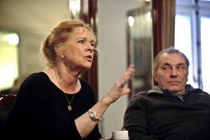 Liv Ullmann spelar den morfinmissbrukande Mary Tyrone som flyr skuldkänslorna över att inte varit tillräcklig som mamma.Foto: Anders Wiklund/Scanpix