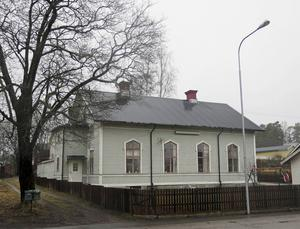 Till den här gamla kyrkbyggnaden på Hantverkarbacken flyttade Fredrik Nylén och Emil Mann i januari.