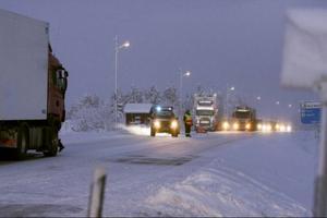 Olyckan inträffade vid halvåttatiden på morgonen då en minibuss körde ut på E14 från Åre Continental Inn i Björnänge. Håkan Hemlin, polis, säger att ett ögonvittne kunde berätta vad som hänt.