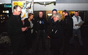 Företagarföreningens ordförande Peter Joon, Annelie-Stenberg (M) och Jan Danielsen (KD) var bara några av alla politiker som samlade in namn för att behålla röntgen i Leksand.