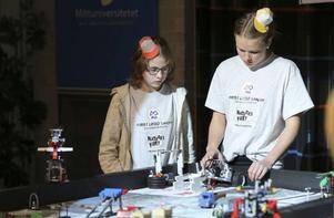 Ella Gärdin och Fanny Jonsson, Nyhedens skola vinnarna av 2013 First Lego League