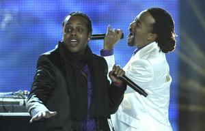 I november uppträdde norska rapduon Madcon på World Music Awards och stod på samma scen som Beyonce och Alicia Keys.