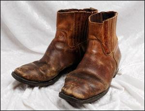 Nästa vecka går auktionstiden ut för Christer Petterssons skor.