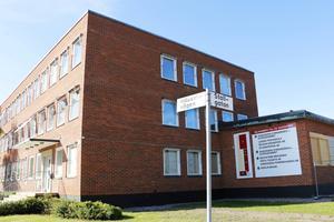 Här, nedanför Volvo, på Bredmossens industriområde i Sandviken öppnar Migrationsverket en lokal filial.