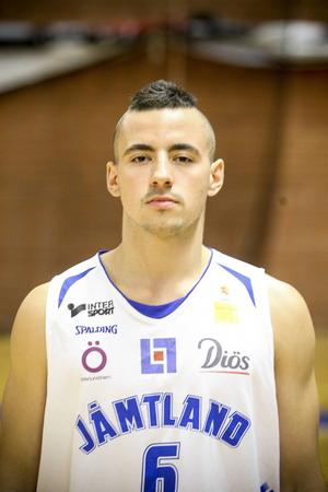 Stefan Zivkovic, 21 år, guard. 185 cm.